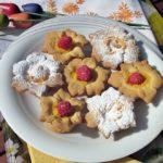 Fiorellini di pasta frolla e crema pasticcera