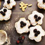 Tartellette con Frangipane alle More     (Bakewell blackberry tarts)