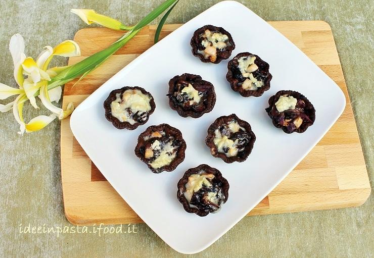 Tartellette salate al cacao con Radicchio, Pere e Gorgonzola