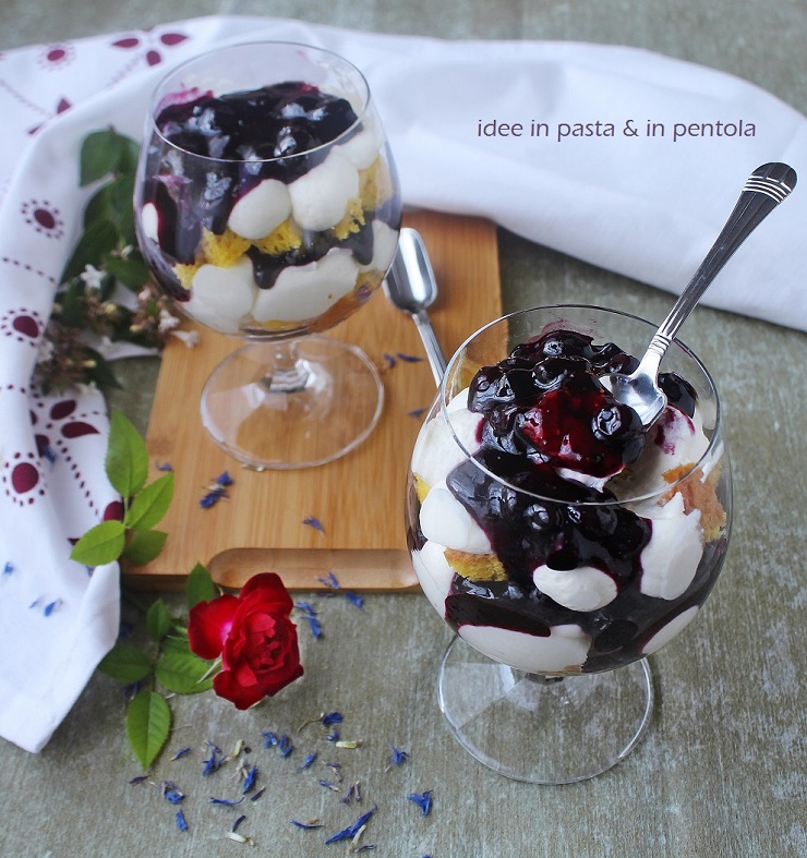 Trifle Cheesecake con Salsa di Mirtilli