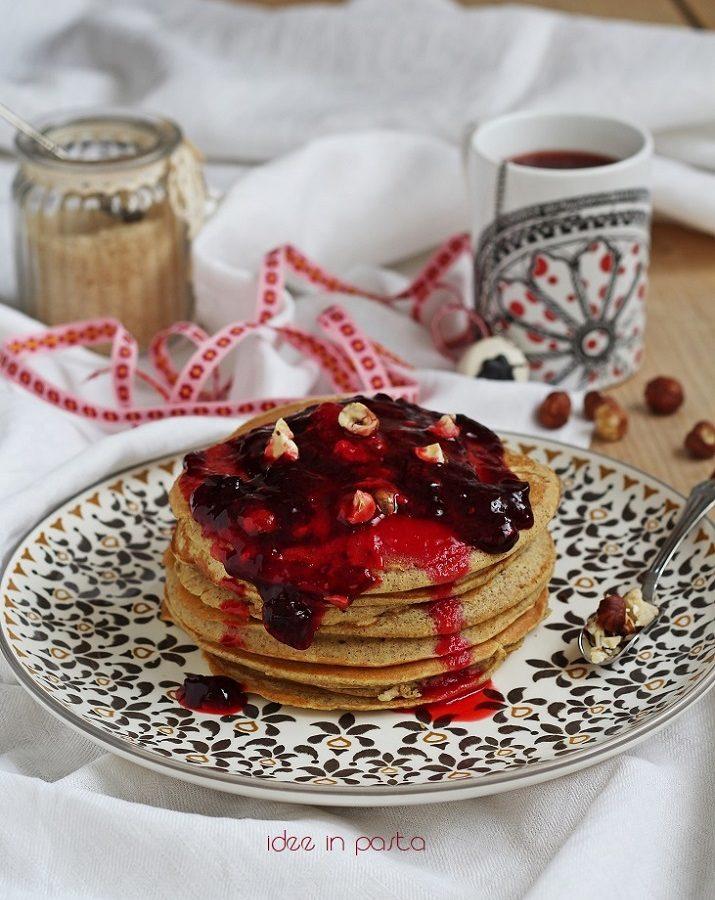 pancakes con grano saraceno e frutti rossi