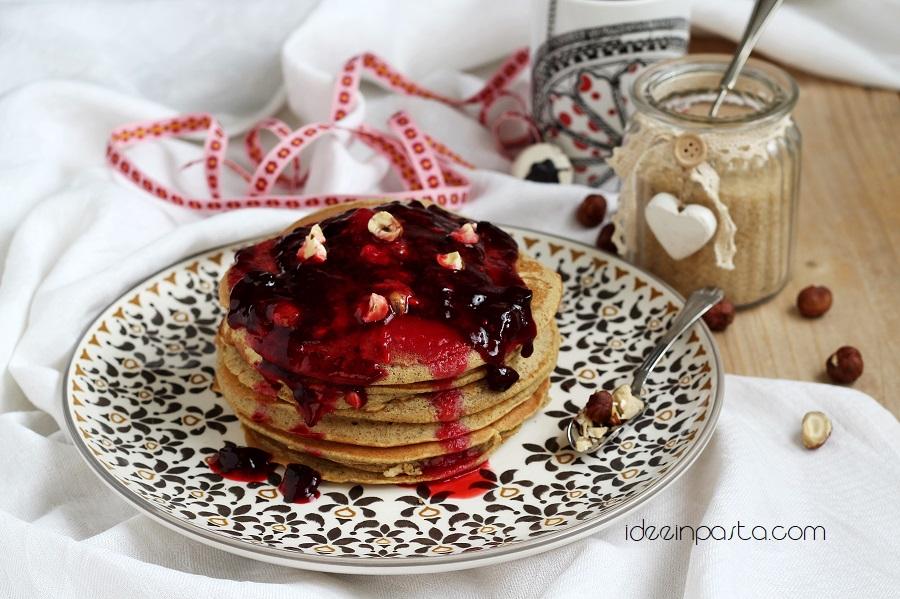 pancakes con grano saraceno ai frutti rossi