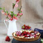 Crostata al cioccolato con fragole e lamponi