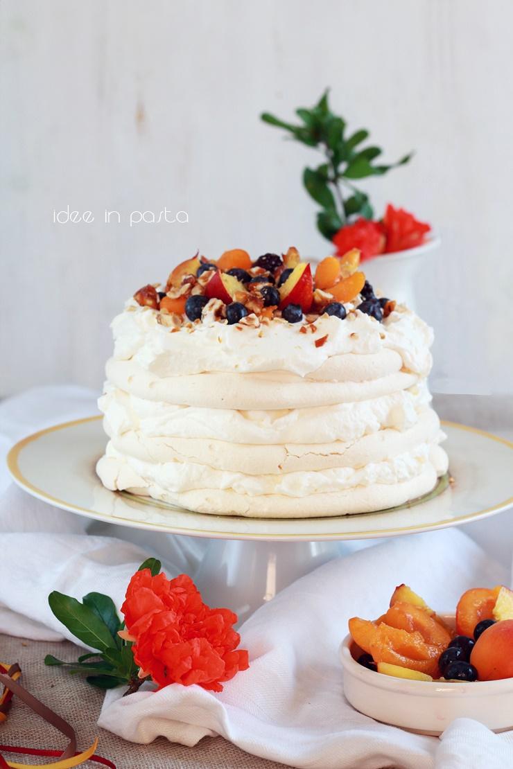 pavlova cannella e frutta fresca